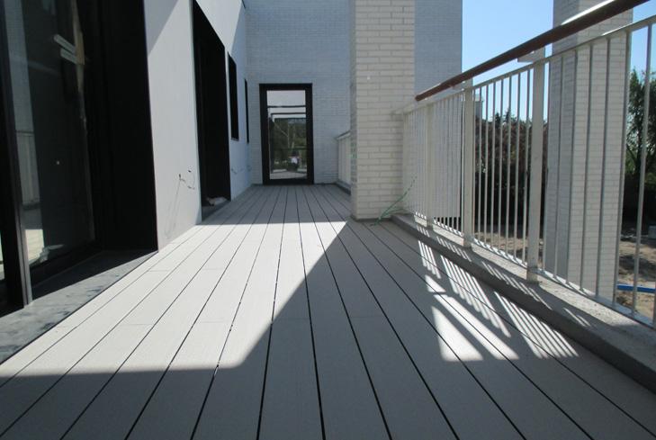 Suelos terraza piscina ics green ingenieria for Suelo de madera terraza